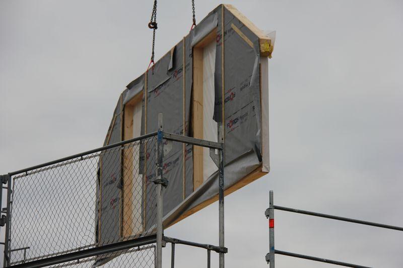 das haus wird aufgebaut tag 1 wir bauen dann mal ein haus. Black Bedroom Furniture Sets. Home Design Ideas