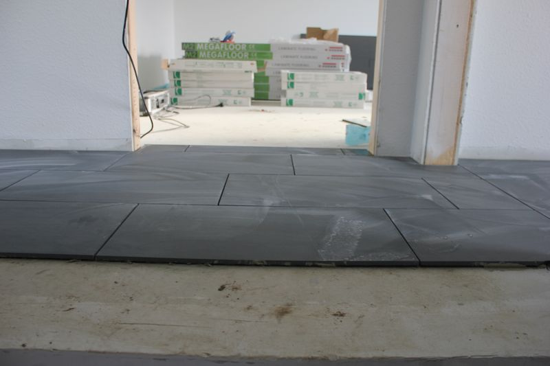 fliesenarbeiten tag 4 wir bauen dann mal ein haus. Black Bedroom Furniture Sets. Home Design Ideas