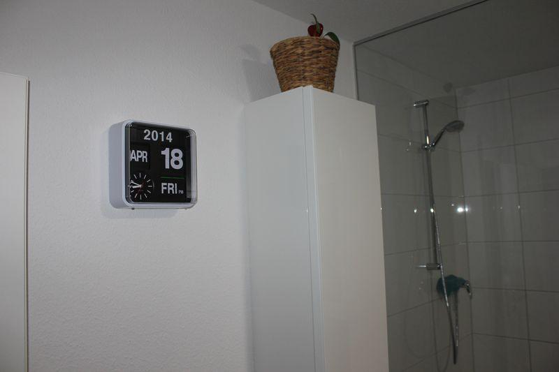 karlsson mini flip wanduhr retrodesign f r das badezimmer wir bauen dann mal ein haus. Black Bedroom Furniture Sets. Home Design Ideas