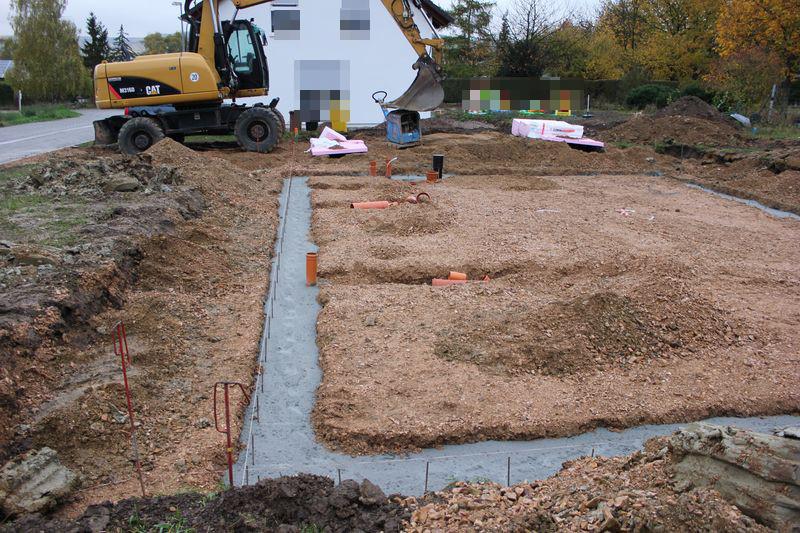 2012 10 26_frostschuerze_fundamente_garage_vorbereiten_001