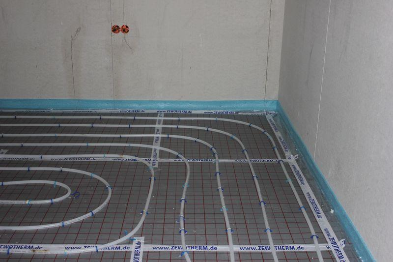 fu bodenheizung verlegt wir bauen dann mal ein haus. Black Bedroom Furniture Sets. Home Design Ideas