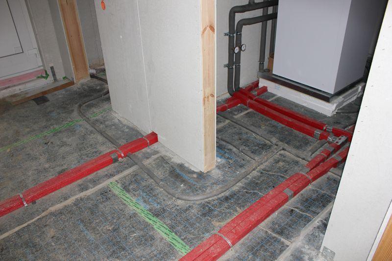 wasserleitungen sind verlegt wir bauen dann mal ein haus. Black Bedroom Furniture Sets. Home Design Ideas
