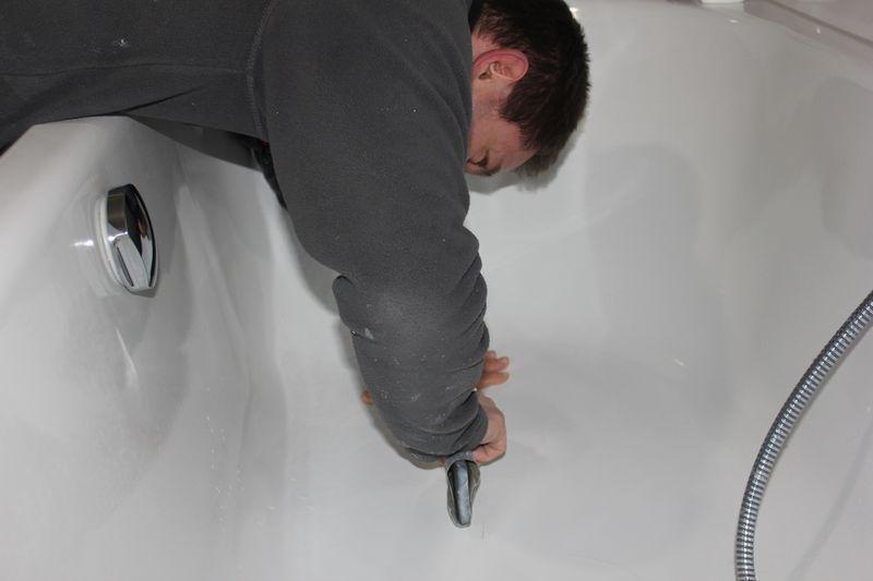 kratzer in der badewanne wir bauen dann mal ein haus. Black Bedroom Furniture Sets. Home Design Ideas
