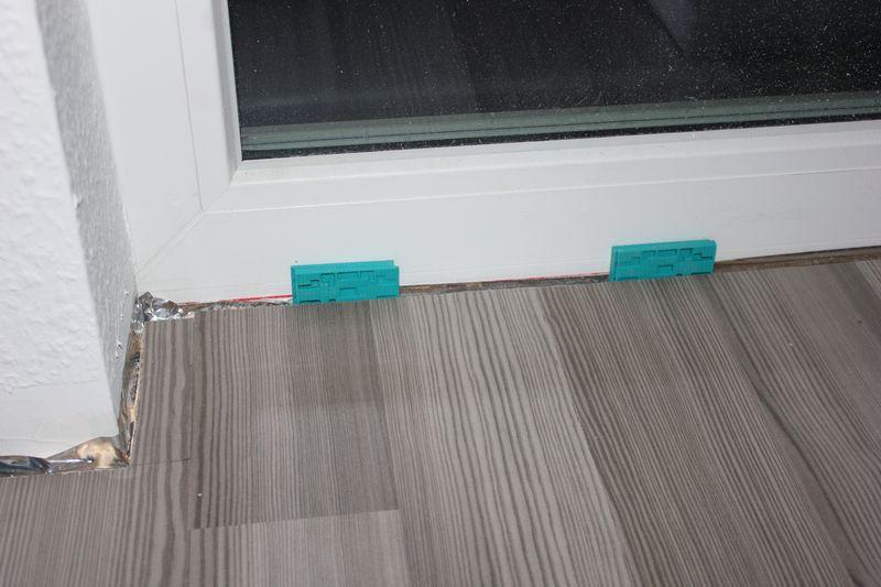 laminatboden im kinderzimmer verlegt wir bauen dann mal ein haus. Black Bedroom Furniture Sets. Home Design Ideas