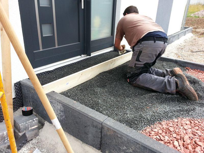 Bevorzugt Erste Pflasterarbeiten haben begonnen. Der Hauszugang. › Wir bauen SM39