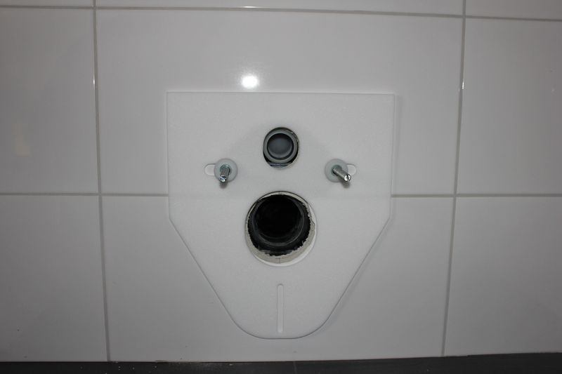 toiletten sind angeschlossen wir bauen dann mal ein haus. Black Bedroom Furniture Sets. Home Design Ideas
