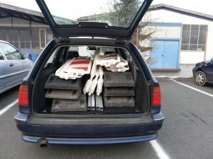 Auto voll Absperrmaterial