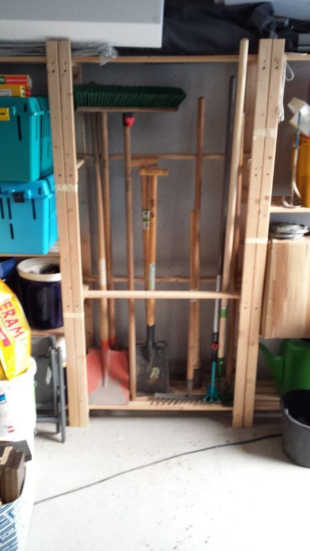gartenger te sicher und platzsparend im holzregal verstaut wir bauen dann mal ein haus. Black Bedroom Furniture Sets. Home Design Ideas