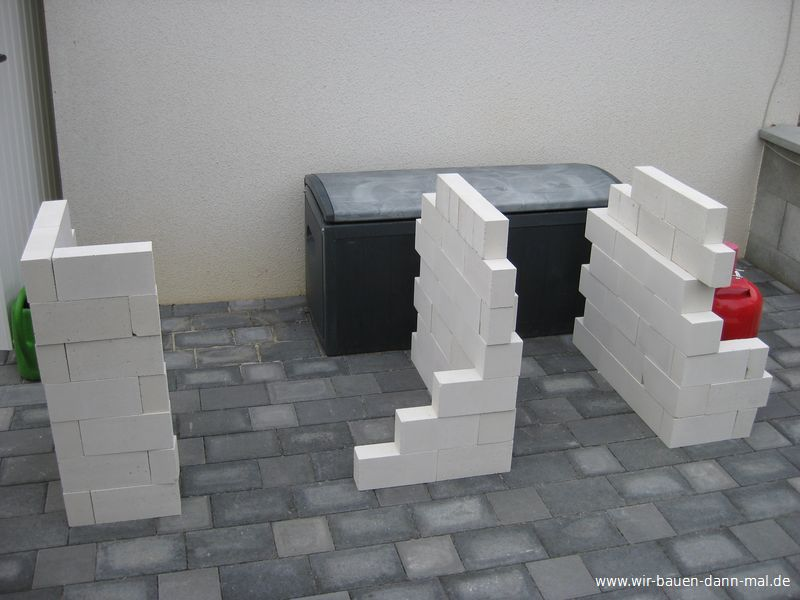 sockel f r die outdoor k che ist gemauert wir bauen dann mal ein haus. Black Bedroom Furniture Sets. Home Design Ideas