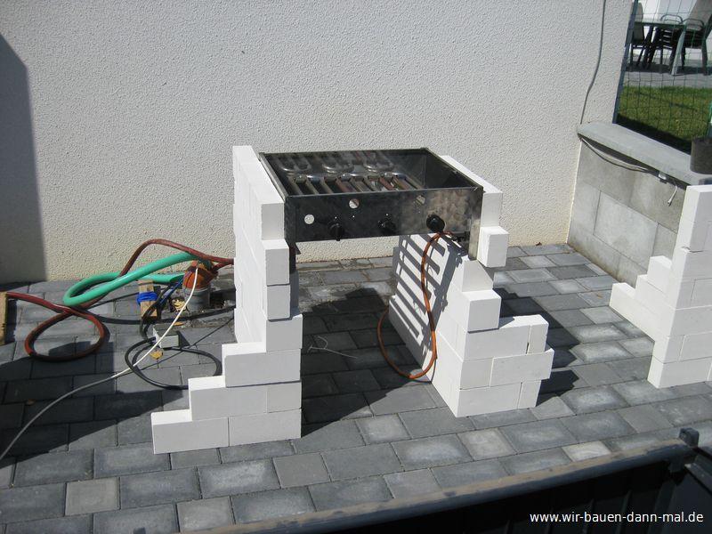 Sockel für die Outdoor-Küche ist gemauert › Wir bauen dann mal ein Haus