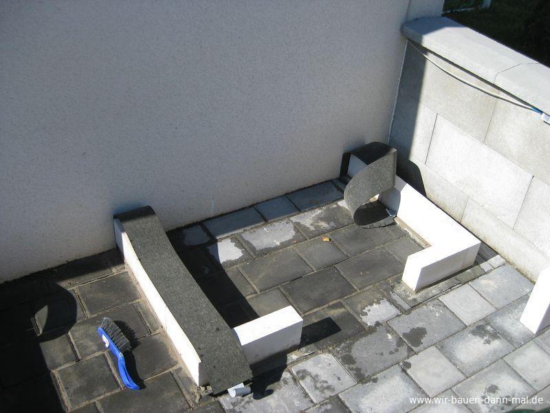 sockel f r die outdoor k che ist gemauert wir bauen dann. Black Bedroom Furniture Sets. Home Design Ideas
